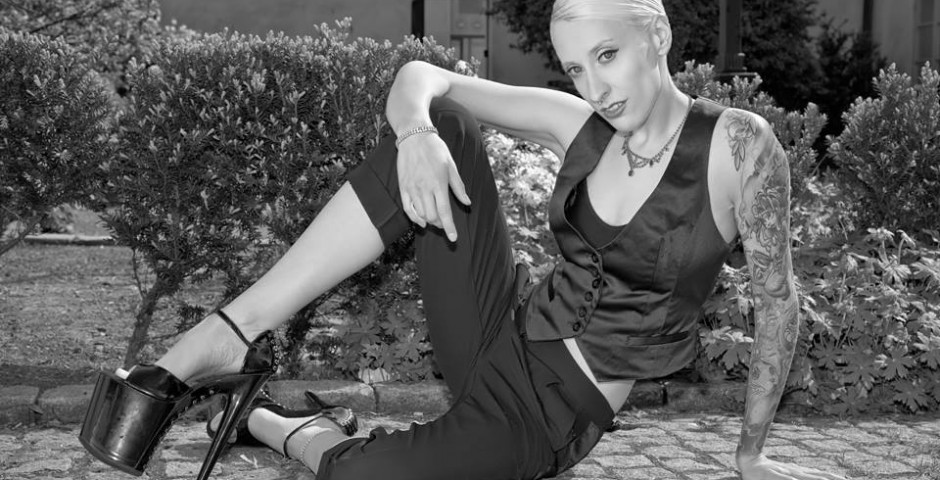 Photo: TzR. Shose: Skofeber. Makeup, hair and styling: Kwipi