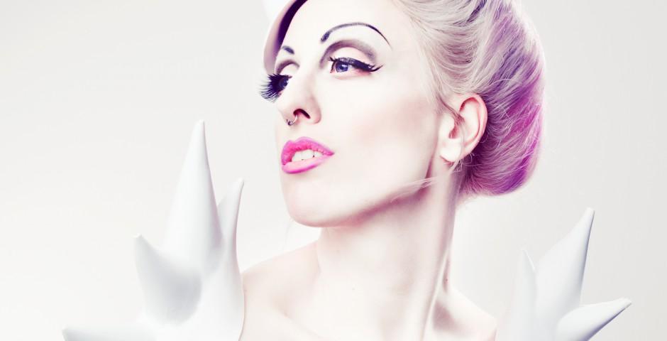 Photo: Felicia Püschl Photography. accessories, styling, hair/makeup: Kwipi