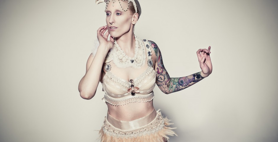 Photo: willephotography.net Costume, hair/makeup and styling: Kwipi