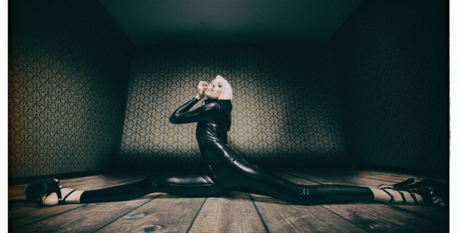 Photo: Bommi (thomas burggraf). Latex: Abstinance. Makeup, hair: kwipi