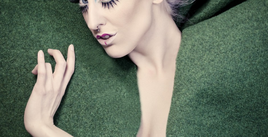 Photo: willephotography.net. Makeup, hair and styling: Kwipi