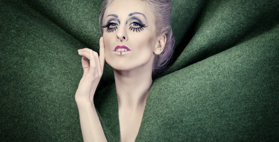 Photo: willephotography.net Makeup, hair and styling: Kwipi